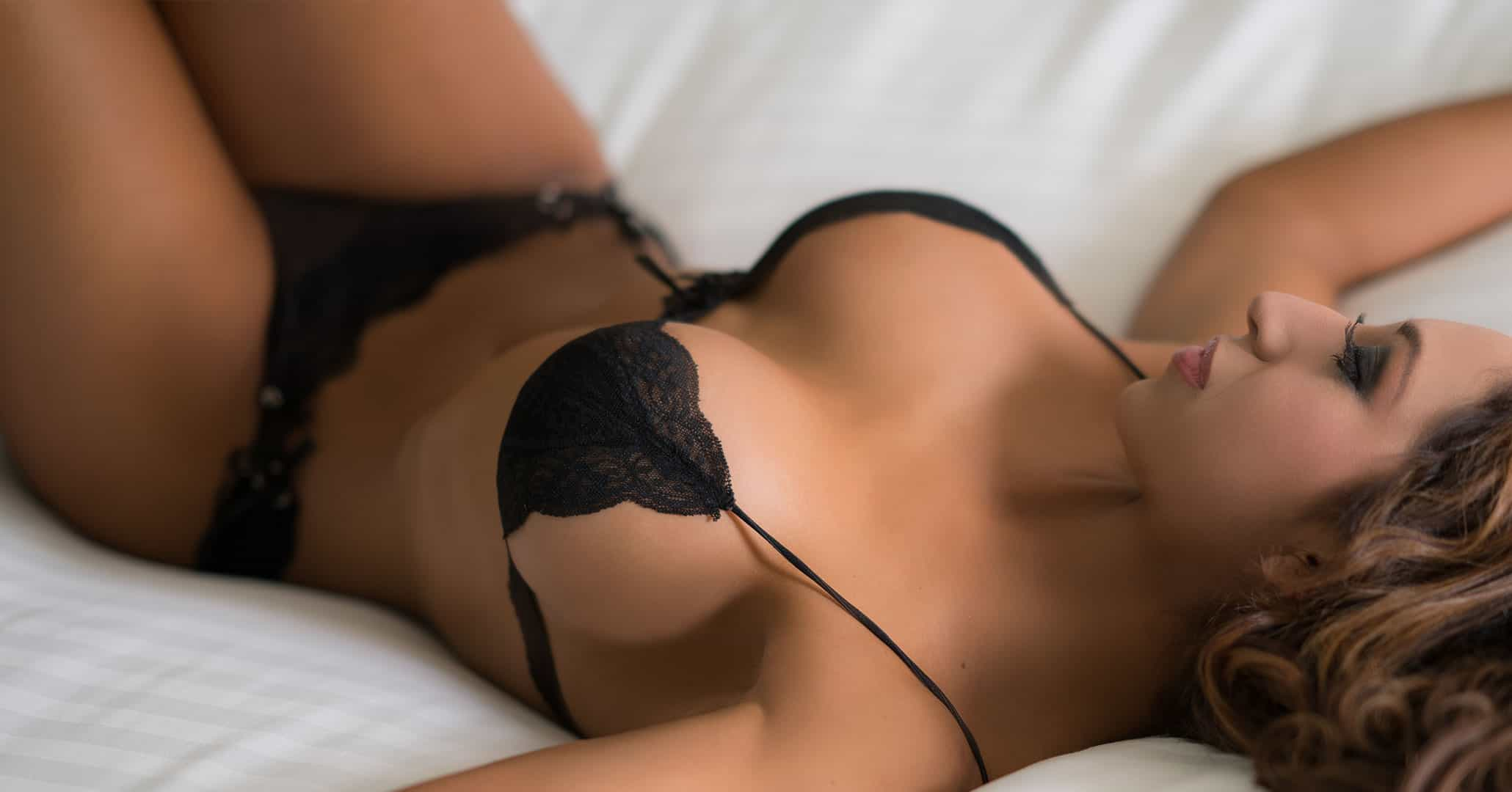 latina-lying-on-bed-in-black-lingerie